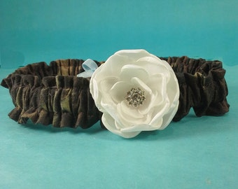 Bridal Garter, Hunter Camo and Ivory Rose toss Garter A024, wedding garter accessory