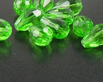 CLEARANCE Glass Beads 10 Green Teardrop Faceted Drop 15mm x 10mm (1021gla15-19)os