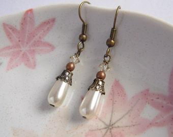 Teardrop Pearl Earrings, Swarovski Crystals Earrings, Bridal Jewelry, Bridesmaid Gift, Rustic Wedding Party Jewelry