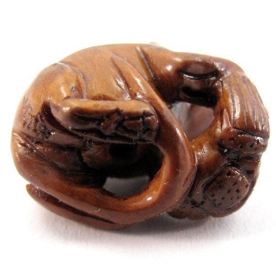 Mouse with almond hand carved boxwood ojime bead from