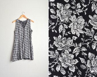 vintage '90s black & white FLORAL print sleeveless button-front ROMPER. size m.