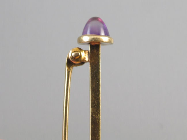 Signed Krementz vintage Art Deco 14k gold conical amethyst cabochon bar brooch collar pin
