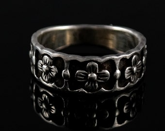 Size 6.75 Vintage Sterling Silver Flower Ring Band