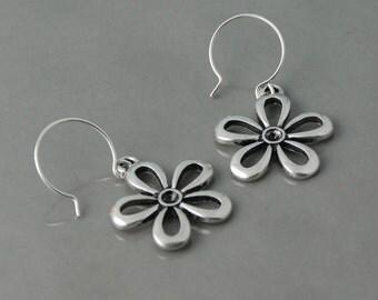 Silver Daisy earrings, dangle earrings, flower earrings