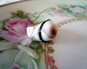 Carved Mother of Pearl Shell Ring BIG AND CHUNKY size 4/4.5