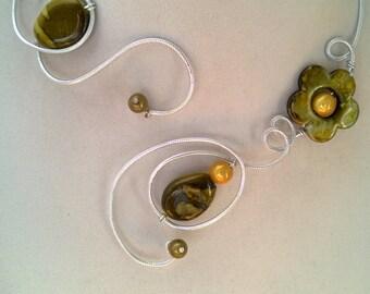 Statement necklace, Green jewelry - Alu wire necklace - Army green necklace - bijou vert kaki - Wire wrapped - green necklace, women gift