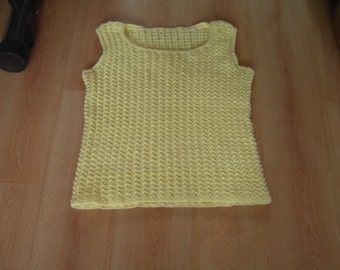 Ladie's summer top in light yellow, hand knitted, size L
