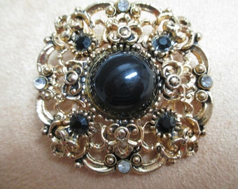 Vintage costume jewelry  / brooch