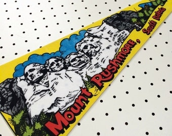 Vintage South Dakota, Mount Rushmore Felt Pennant (1970s)
