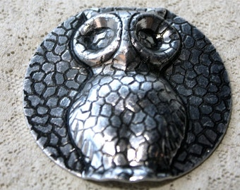 1 Vintage 1970s Owl Pendan // 70s 80s Owls Stamping // NOS // Jewelry Craft Supply // Forest //