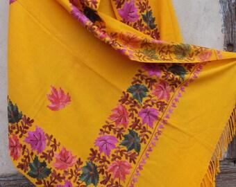 Pashmina. Striking Soft and Luxurious shawl/stole. Pure pashmina wool . Kashmir. Rich Yellow