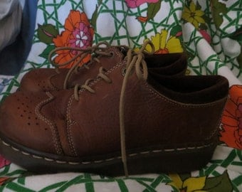 womens DR Martens brown leather womens laceup oxfords shoes size 8 uss UK 6