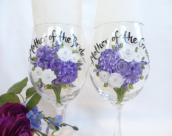 Hand Painted PERSONALIZED to YOUR FLOWERS Wine Glasses - Customized to your Wedding Flowers - Mother of the Bride & Groom -