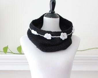 Crocheted Black White Cowl / Neckwarmer