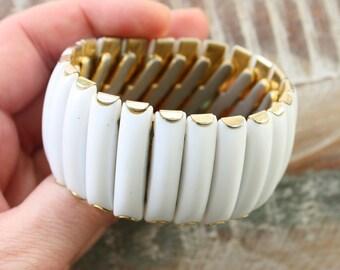 Vintage Rockabilly White Plastic Stretch Bracelet