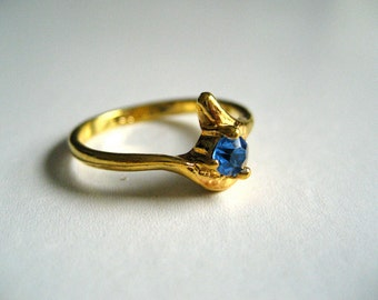 Vintage Gold Metal Ring with Blue Stone Inset // 1980s
