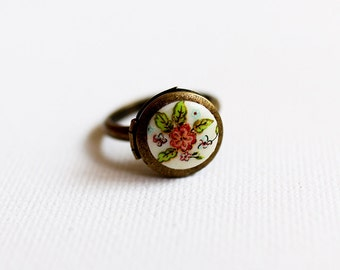 Vintge Style Flower Cameo Locket Ring. antique brass tiny locket ring, adjustable ring, country style, gift for her