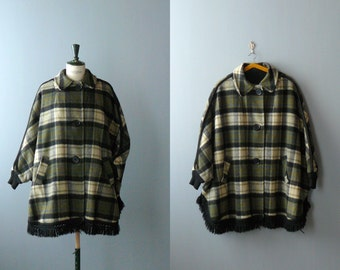 Poncho with Sleeves. 1970s poncho. Vintage Coat. Plaid Wool poncho