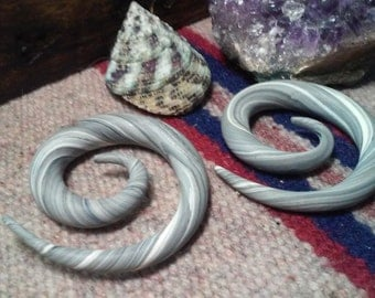 00g Grey and White Swirl Spiral