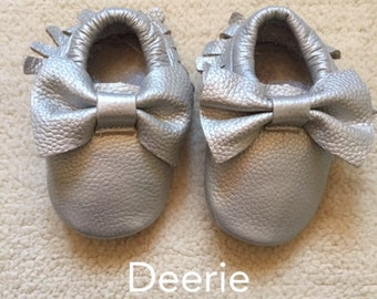 Beautiful Silver Moccasins Shoes with Bows-Baby Moccs- Moccs- Girls Shoes with Bows Genuine Leather- Ready to ship