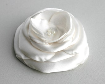 Handmade Ivory Flower Hair Clip, Bridal Flower Veil, Ivory Wedding Accessory, Flower Hair Piece, Ivory Headpiece, Flower Fascinator