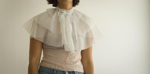 White bolero tulle wedding cape, tulle shawl, fairy queen bride style, satin ribbon, romantic, soft and cute.