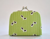 Eyelet in Green - Tiny Kiss lock Coin Purse/Jewelry holder