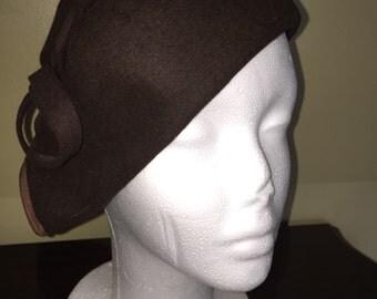 Vintage 1930's brown wool beret tilt hat