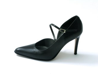 Vintage pointy black leather heels // Made in Italy - Venice // 1990