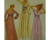 """1980s Empire Waist Robe Pattern, Nightgown, Short/Long Sleeves, V-Neck, Lace Trim, McCalls No. 7280 UNCUT Size 6-8 Bust 30.5-31.5"""" 76-80cm"""