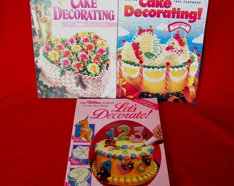 Lot of 3 Vintage Wilton Cake Decorating Yearbooks Softcoveer 1988 1992 1993   CB325