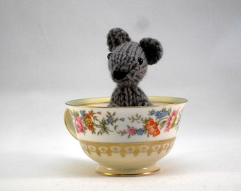 Hand Knit Mouse Plush. Gray Mouse. Woodland Toy. Pretend Play. Forest Friend. Desk Toy. Woodland Plushie. Ready To Ship. Gift Under 10.