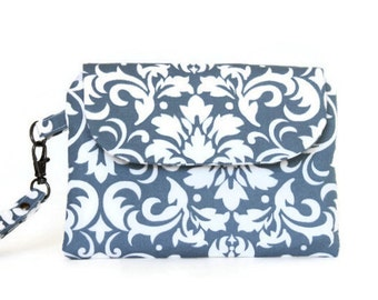 Womans Wristlet, Gray Damask Zippered Pouch, Woman's Wallet, Small Hand Bag in Gray and White, Casual Clutch, Comfortable Handbag