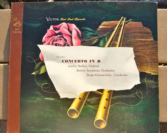 Victor Red Seal recording DM 581. Brahms Concerto in D. Jascha Heifetz violinist, Boston Symphony conducted by Serge Koussevitsky. MINT.
