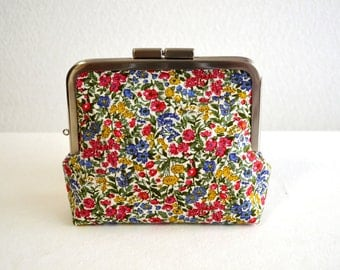 SALE Elegant floral frame purse - small cosmetic pouch, clasp purse