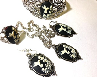Hummingbird cameo jewelry set