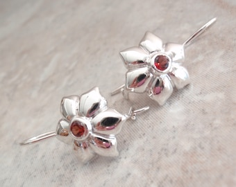 Garnet Floral Earrings Sterling Silver Pierced Dangles Kidney Wires Vintage V0576