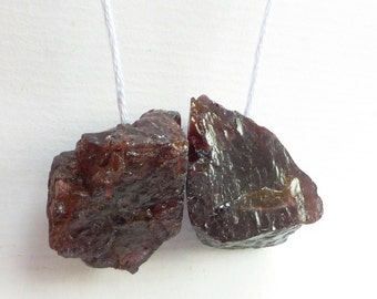 GARNET BEaDS. Natural. Rhodolite. Rough Chunky Beads. 2 pc. 120.5 cts. 25x20 / 29x18 mm  (GA735)