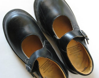 Vintage Doc Martens mary jane black leather made in England size 1 UK shoes old school girls childrens