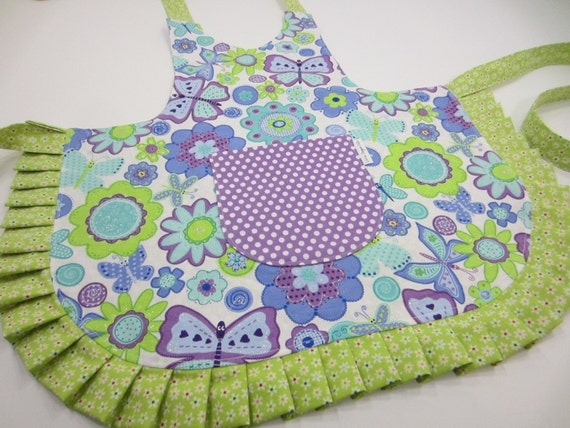 https://www.etsy.com/listing/223506501/kids-apron-reversible-custom-made-you?ref=shop_home_active_10