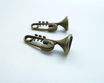 15pcs 10x24mm Antique Bronze Music Instrument Pin Trumpet Charm C4583