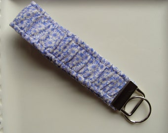 Wristlet / Elastic / Key Chain - Small Daisy's on Lavender