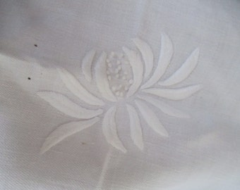 9 pc Vintage White Heavy Weight Embroidered Lotus Flower Dinner Napkin Set S75