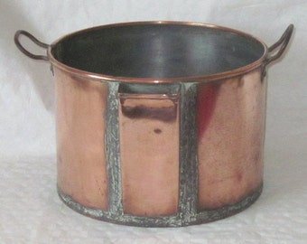 Vintage Rare copper gravy/stock pan with pouring spout.