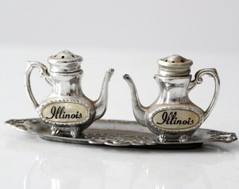 vintage teapot salt and pepper shaker set, Illinois souvenir shakers