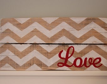 13 x 7 Chevron Love Pallet Sign