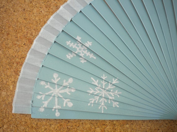 THE ELSA 19cm Part of The Princess and Fairy Collection Wooden Hand Fan Fairytale Children Cosplay Frozen