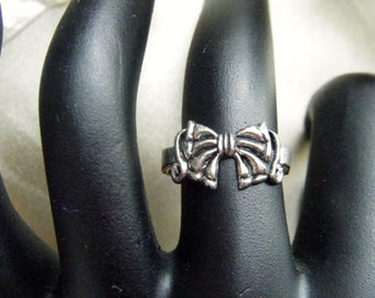 Bow Silver Tone Ring Size 6.5- 7