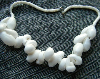 1970's White Shell Necklace //Bold Beach Jewelry