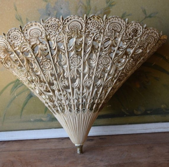 Hollywood regency gold fan wall hanging mid century modern for Hollywood regency wall decor